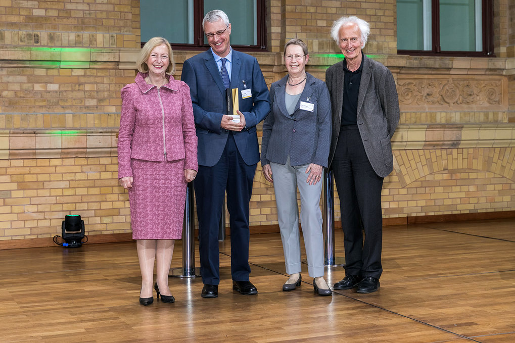 Presentation of the Alexander von Humboldt Professorships by Federal Minister Wanka in Berlin on 16 May